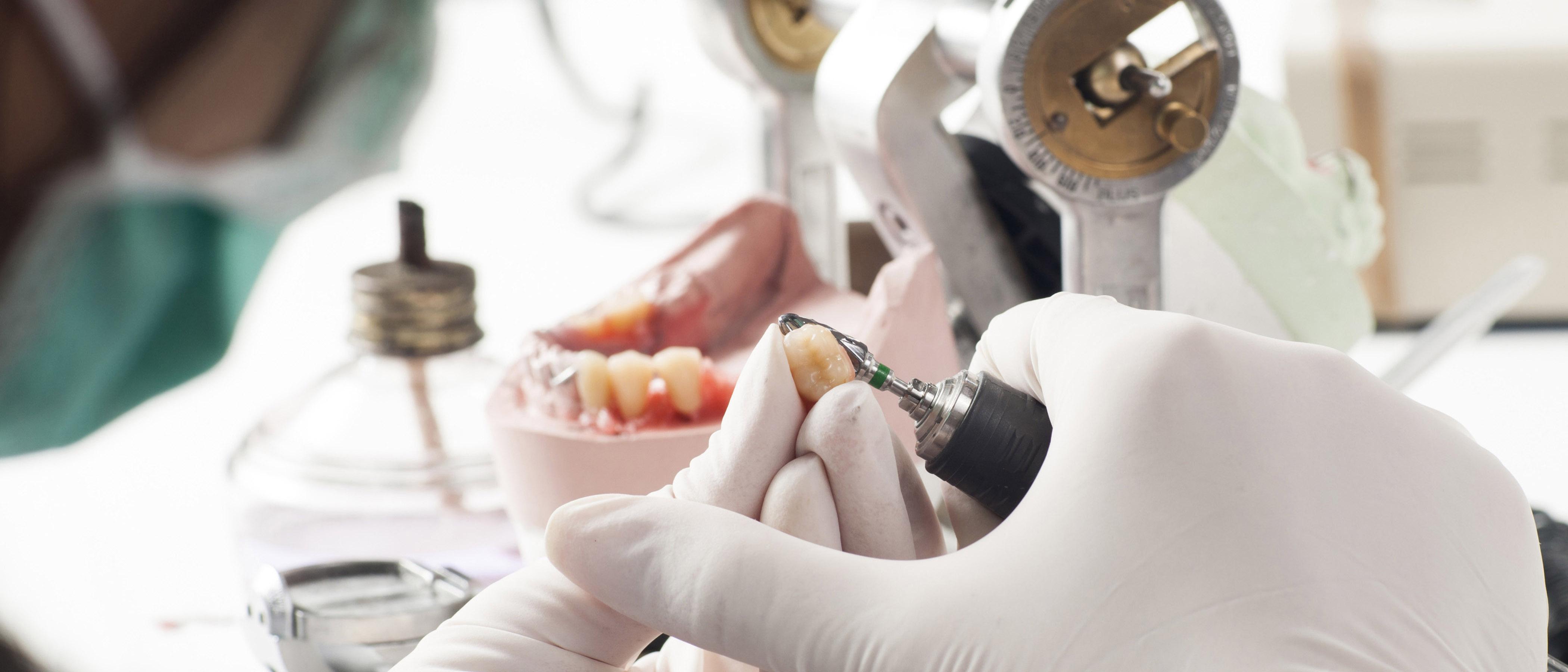 Vlastní zubní laboratoř